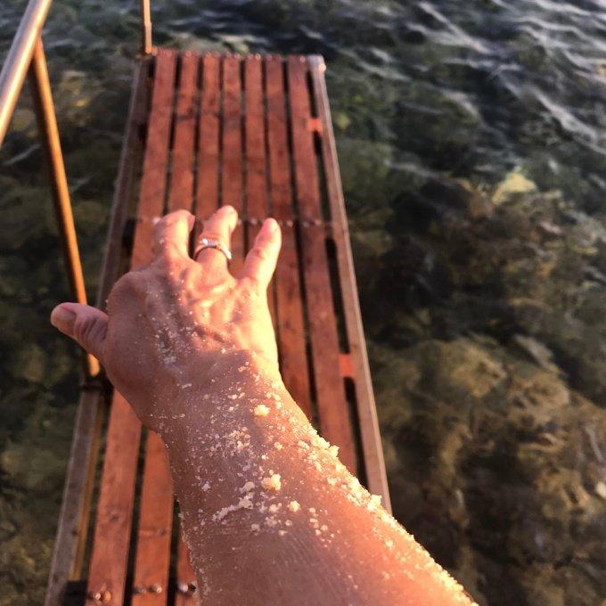 Jak połączyć kąpiele w słonym morzu z naturalną pielęgnacją? Podpowiadamy!