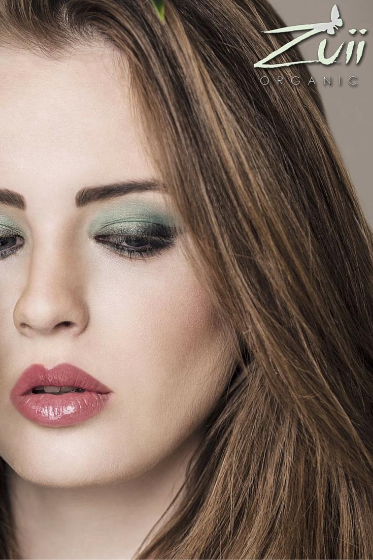Wieczorowy makijaż w odcieniach zieleni